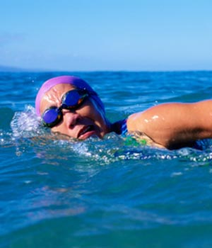 lady_swimming_in_ocean